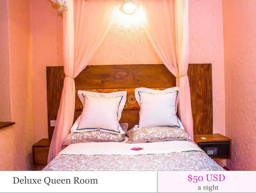 Deluxe queen room01